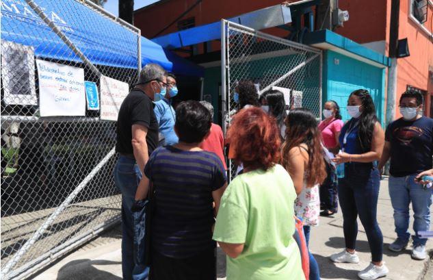 Guatemaltecos acuden a centros de vacunación para inmunizarse contra el covid-19. (Foto Prensa Libre: Hemeroteca PL)
