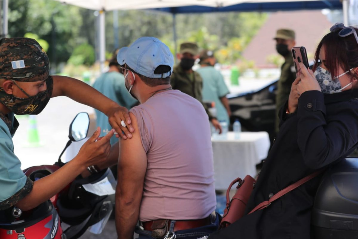 Guatemala continúa entre los peores países en América Latina en el proceso de vacunación