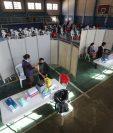 Los guatemaltecos, ya habilitados y registrados en la plataforma del Plan Nacional de Vacunación, acuden a puestos ubicados en todo el país para protegerse del coronavirus. (Foto Prensa Libre: Érick Ávila)