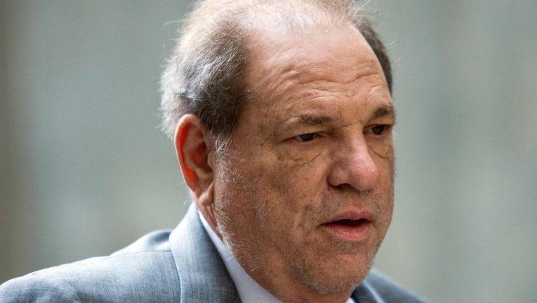Transfieren a Harvey Weinstein a Los Ángeles para un nuevo juicio. (Foto Prensa Libre: AFP)