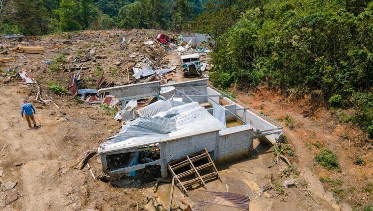 Una vivienda soterrada en la aldea Queja, San Cristóbal Verapaz. (Foto Prensa Libre: Hemeroteca PL)