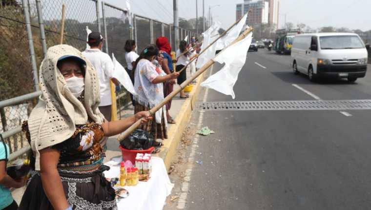 Miles de personas quedaron sin trabajo en el 2020, a otras se les redujeron los ingresos o la jornada laboral. (Foto, Prensa Libre: Hemeroteca PL).