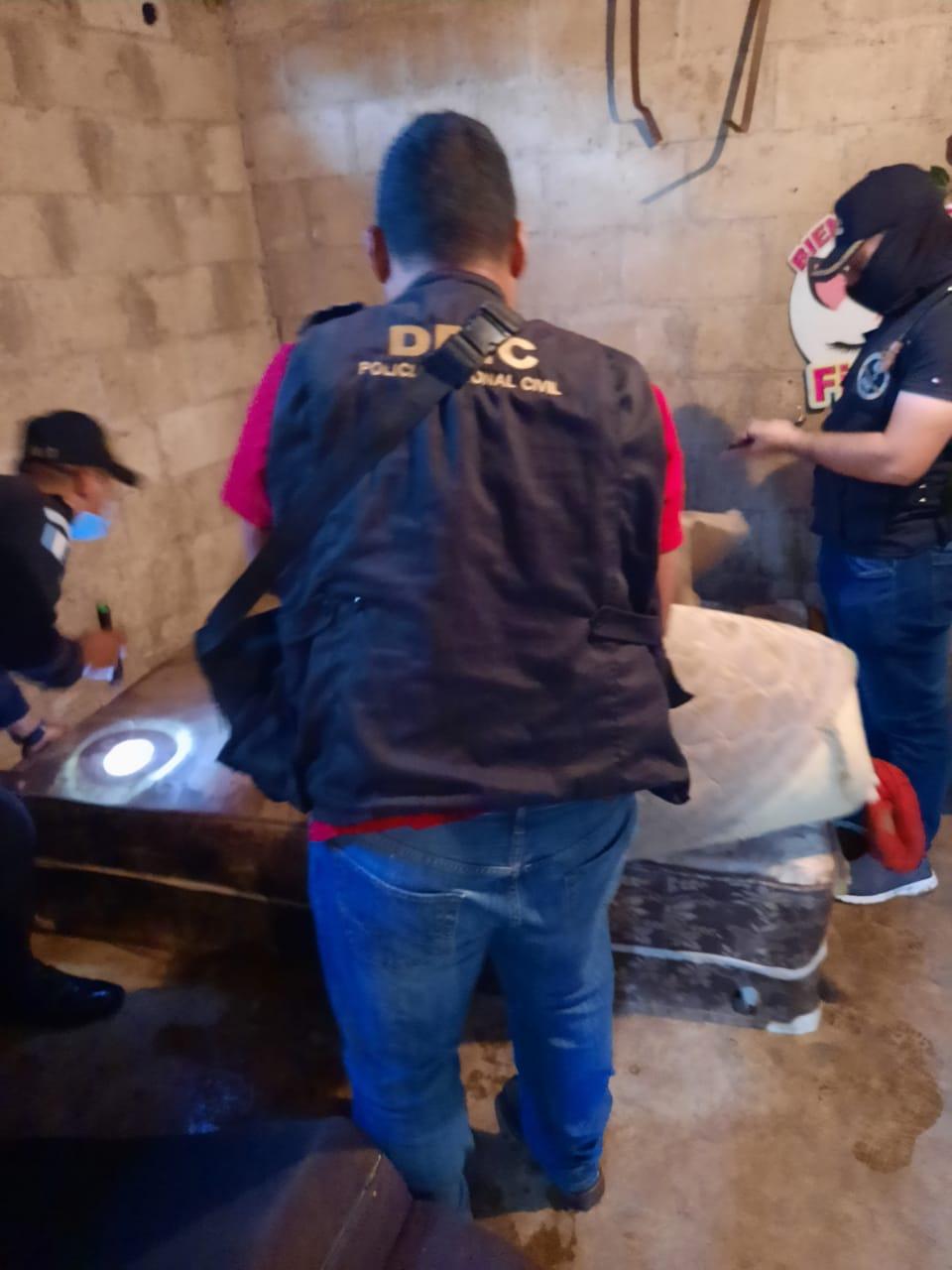 Madre de tres niños es capturada en Barberena, señalada de darles marihuana y golpearlos