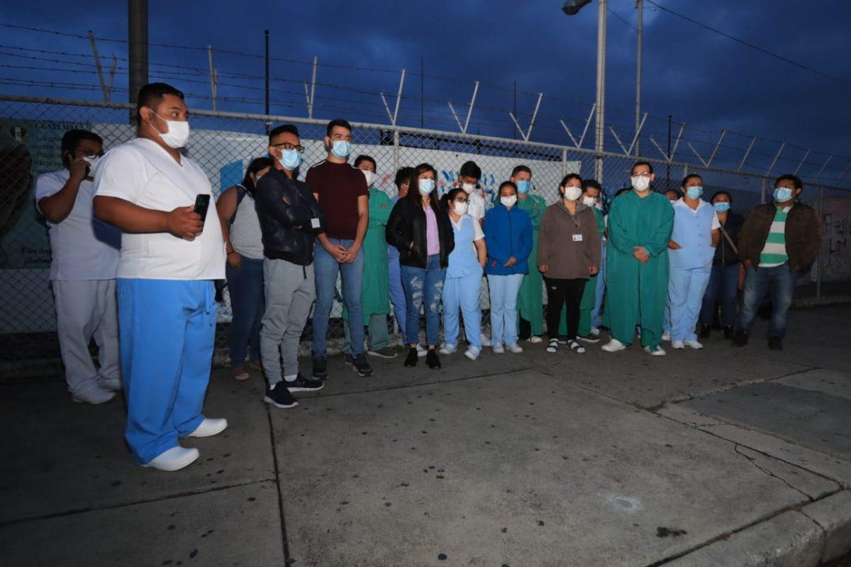 Personal del hospital del Parque de la Industria denuncia despidos y asegura que pacientes mueren por falta de medicamentos