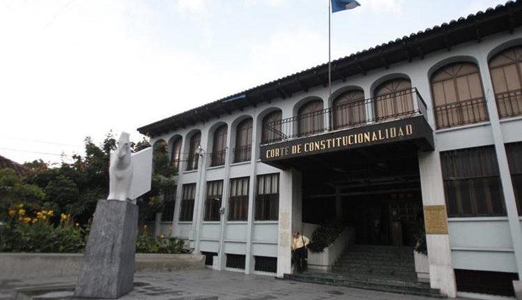 La Corte de Constitucionalidad decidió suspender criterios de cancelación de la Ley de Oenegés. (Foto Prensa Libre: Hemeroteca PL)