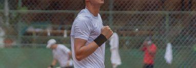 Christopher Díaz venció este jueves al cubano Navarro Lázaro en el primer partido contra Cuba. (Foto Federación de Natación).