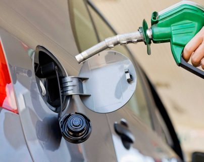 Precio del galón de gasolinas sube casi Q7 desde enero de 2021 (y por qué no para la tendencia)