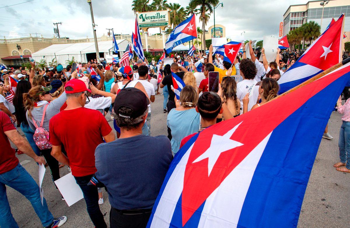 Protestas en Cuba: El video que muestra cómo la dictadura cubana embosca, detiene y golpea a un manifestante desarmado