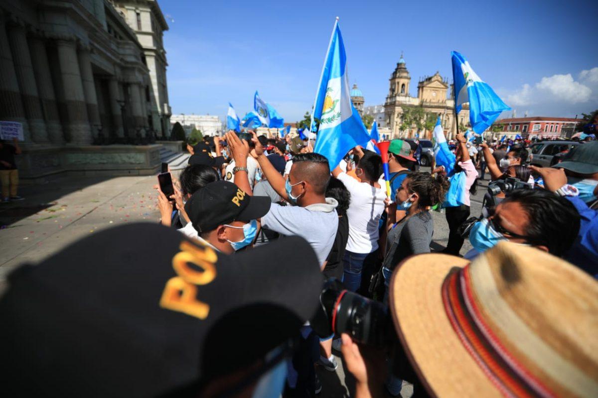 AEU respalda derecho a manifestarse y asegura que saldrán a protestar si Giammattei impone restricciones