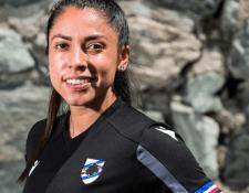 Ana Lucía posa con la camisola de su nuevo equipo. Foto: Prensa Libre (@ analu_m)