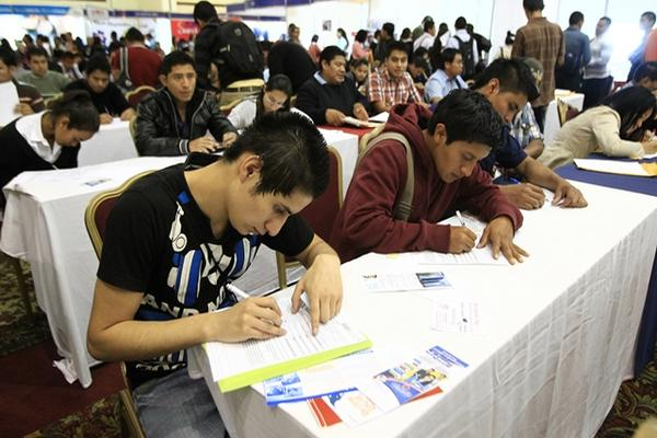 Sectores empresariales consideran que modalidad de trabajo de tiempo parcial ayudara a generar y a formalizar empleo. (Foto, Prensa Libre: Hemeroteca PL).