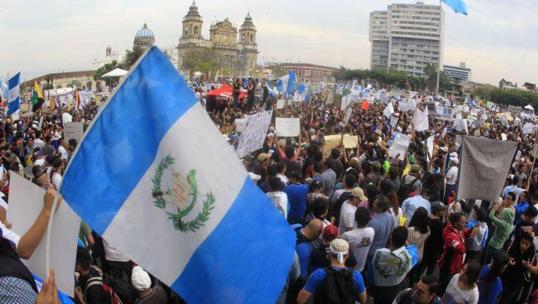 La corrupción es el principal problema de Guatemala, afirma EE. UU. En la fotografía una marcha anticorrupción en la Plaza de la Constitución. (Foto Prensa Libre: Hemeroteca PL)