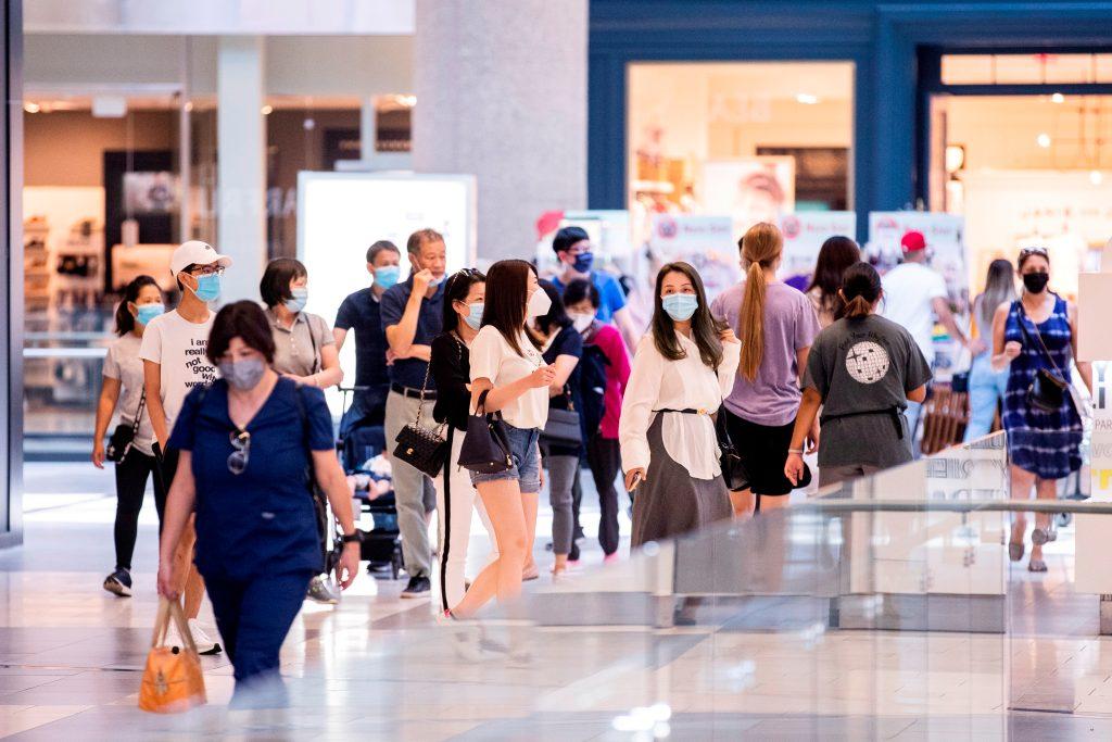 Los CDC recomendarán que los vacunados vuelvan a utilizar mascarilla en espacios cerrados