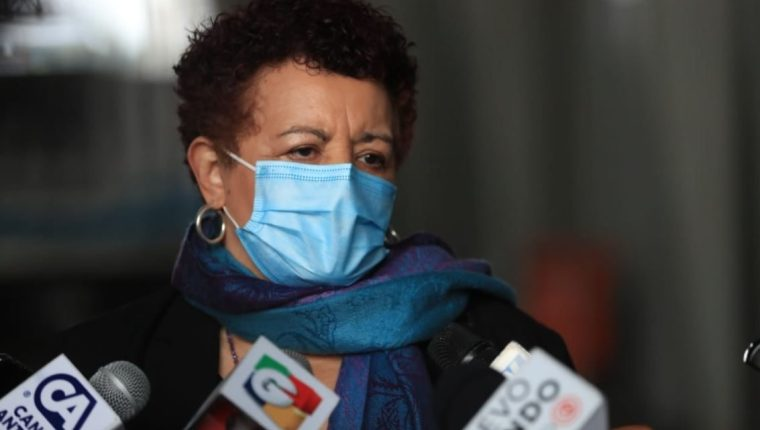 Ministra de Salud, Amelia Flores, se ha negado a dar a conocer la totalidad del contrato firmado por Human Vaccine para la compra de las 16 millones de dosis de la vacuna contra el covid-19 (Foto Prensa Libre: Hemeroteca)