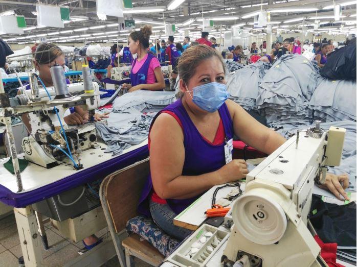 La mano de obra barata de Nicaragua permite que la producción textil sea competente para mercados asiáticos. La eventual sanción de Estados Unidos genera dudas en el sector. Foto: Cortesía