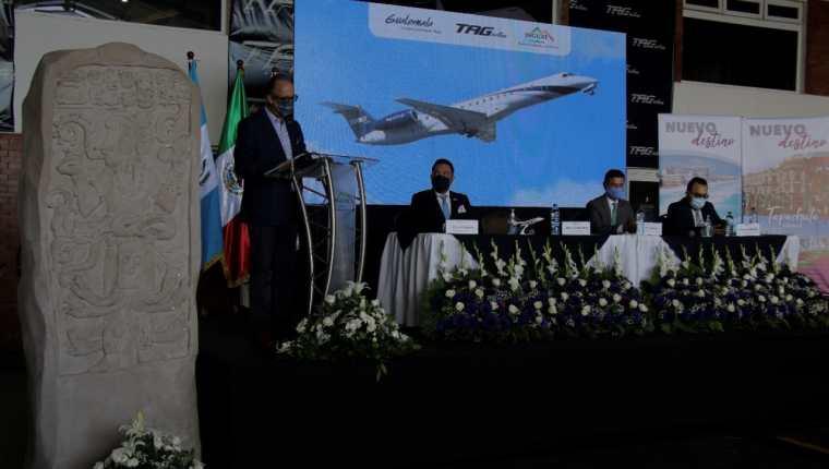 Ejecutivos de Tag y autoridades de Guatemala y México anunciaron las nuevas rutas desde Guatemala a Tapachula y a Cancún. (Foto, Prensa Libre: Inguat).