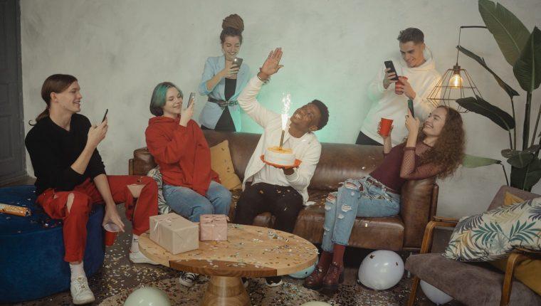 Las fiestas privadas, aunque se considera que los asistentes son conocidos, pueden propagar el coronavirus. (Foto Prensa Libre: Tima Miroshnichenko en Pexels).