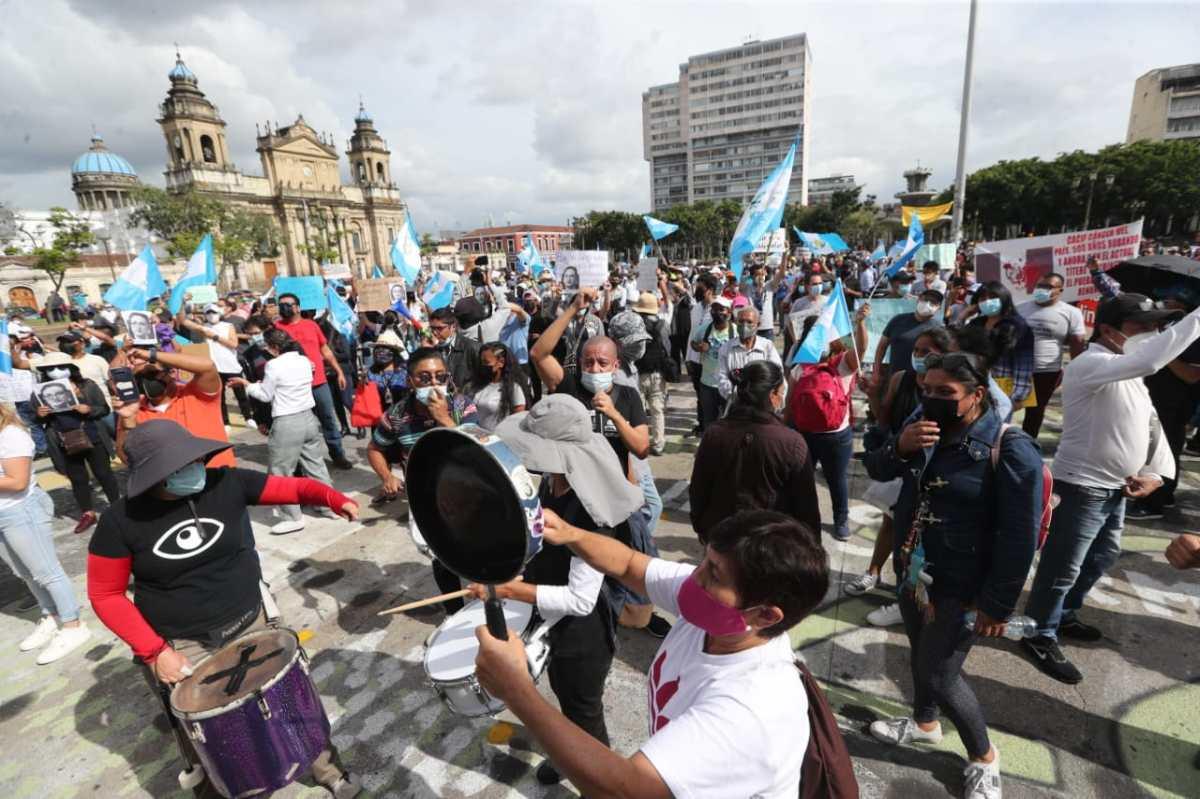 Manifestantes rechazan decisión de fiscal General de destituir a Juan Francisco Sandoval como jefe de la Feci