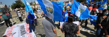 Protesta frente al Palacio Nacional de la Cultura de Guatemala para exigir la renuncia del presidente Alejandro Giammattei. (Foto Prensa Libre: Carlos Hernández Ovalle)