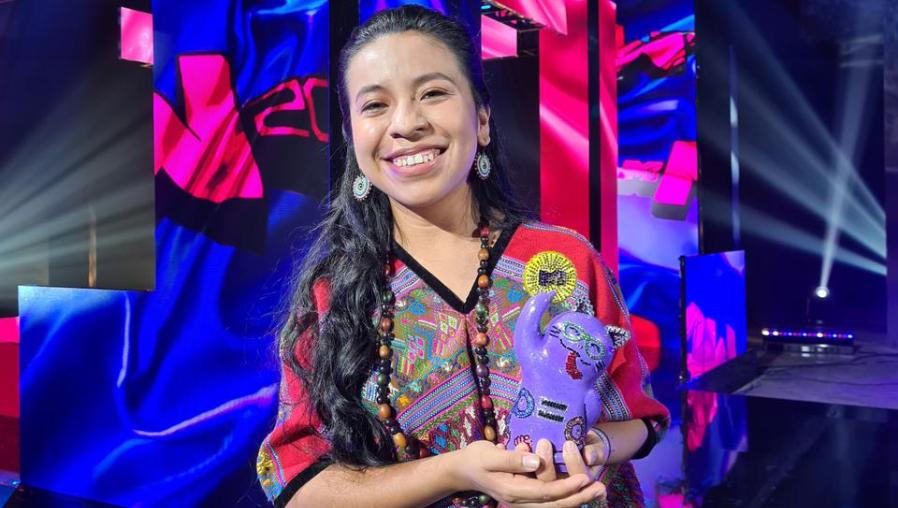 """""""Que el arte y la música sean los caminos para seguir en la lucha"""": Sara Curruchich recibe el Premio MTV Transforma MIAW"""