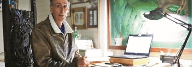 El fascinante mundo de Robin Schiele incluye documentos, anotaciones y detalles importantes de cada una de los cientos de especies que ha visto en su carrera.  (Foto Prensa Libre: Carlos Ovalle).