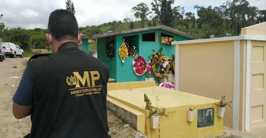 Profanan tumba de joven que murió luego de que hombres armados le dispararan en su casa en Jalapa