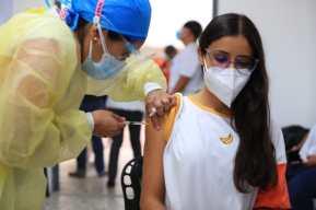 Comienza vacunación contra el coronavirus para catedráticos de la USAC