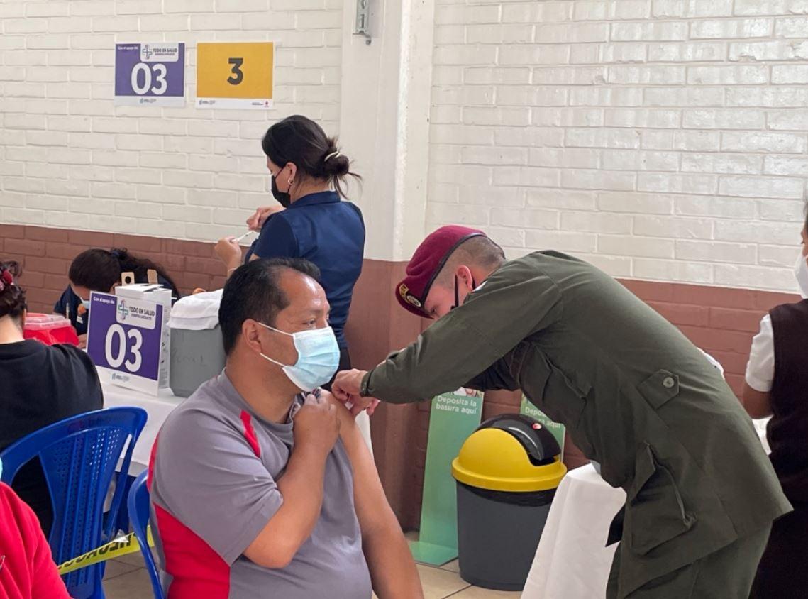 Estos son los 7 centros de vacunación contra el covid-19 que habilitó el Ejército y la cantidad de soldados que apoyan en ellos