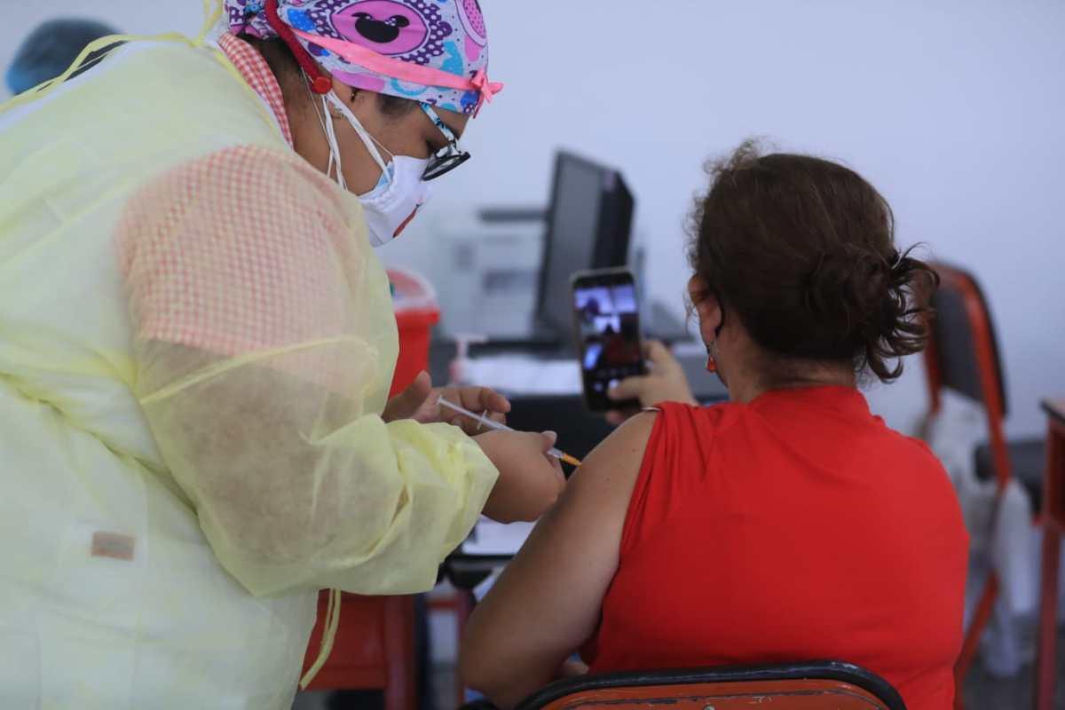 Cómo funciona el código promocional de Uber para quienes viajen a centros de vacunación en Guatemala