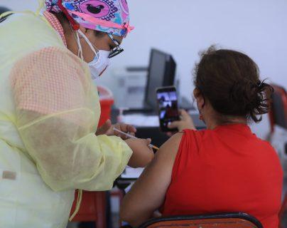 Vacunación en Guatemala: Habilitan registro para guatemaltecos de 35 a 39 años