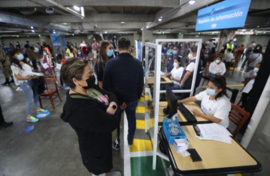 Miraflores, Oakland Mall, Portales y Naranjo Mall abren centros de vacunación contra el coronavirus