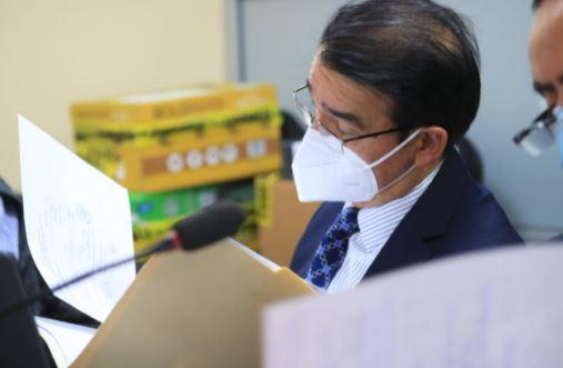 Héctor Giovanni Marroquín Barrios, exviceministro de Salud durante el 2020 estaba prófugo de la justicia y este 28 de julio se presentó a tribunales. (Foto Prensa Libre: Carlos Hernández Ovalle)