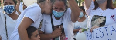 Familiares de Melissa Alejandra Palacios Chacón salen a las calles a pedir justicia. (Foto Prensa Libre: Mayra Sosa)