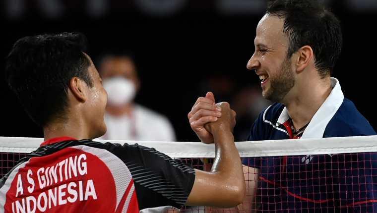 Kevin Cordón cayó ante el indonesio Anthony Sinisuka Ginting en el juego por la medalla de bronce en los Juegos Olímpicos de Tokio 2020. Foto Prensa Libre: AFP.
