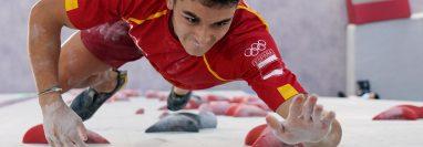 El español Alberto Ginés López es el primer campeón olímpico en escalada, deporte que compite por primera vez en Juegos Olímpicos. Foto Prensa Libre: AFP.