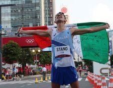 El italiano Massimo Stano después de ganar los 20km de marcha masculina en los Juegos Olímpicos de Tokio 2020. Foto Prensa Libre: AFP.