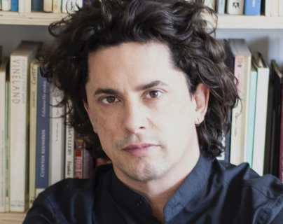 """""""Hoy, el que no tiene más de un par de ojos, está ciego"""": Benjamín Labatut, el autor chileno de """"Un verdor terrible"""" recomendado por Barack Obama"""