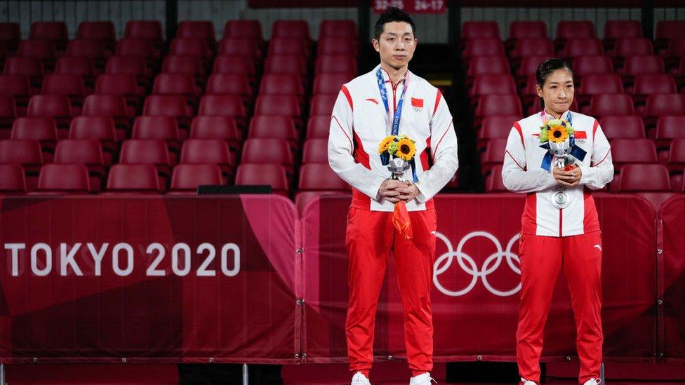 """""""¡Antipatriotas!"""": los ataques de nacionalistas que sufren algunos atletas chinos en Tokyo 2020"""