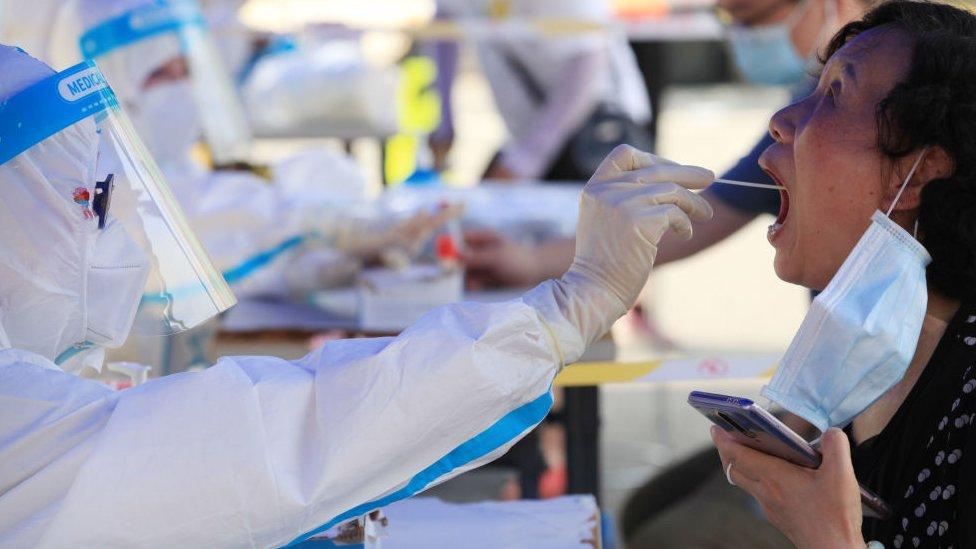 China volverá a examinar a toda la población de Wuhan, donde empezó la pandemia de coronavirus