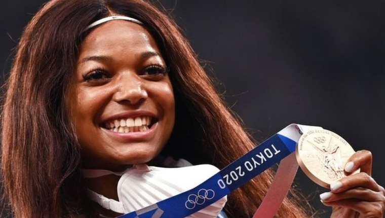 La velocista y neurobióloga estadounidense Gabby Thomas fue una de las deportistas y científicas que obtuvieron una medalla en los Juegos Olímpicos de Tokio. (GETTY IMAGES)