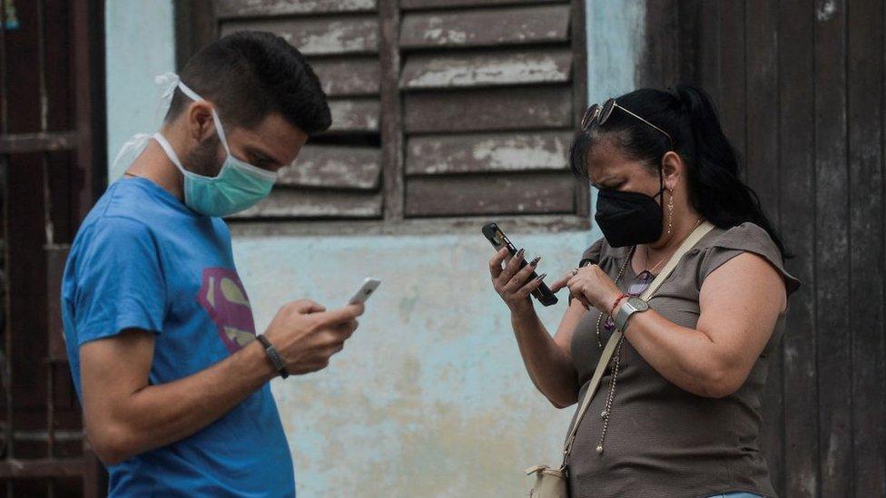 """¿Cómo funciona realmente el internet en Cuba y hasta qué punto puede EE.UU. """"restaurar"""" la conexión?"""
