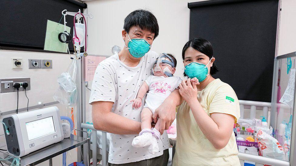 """La bebé """"más pequeña al nacer"""" va a su casa después de más de un año en el hospital"""