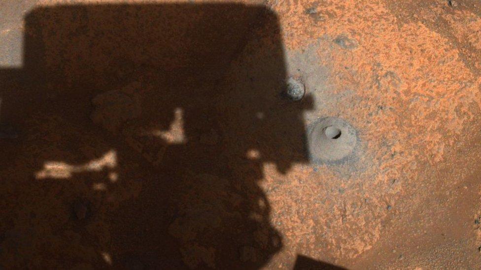 NASA en Marte: el misterio de por qué el robot Perseverance falló en su primer intento de tomar una muestra de una roca del planeta