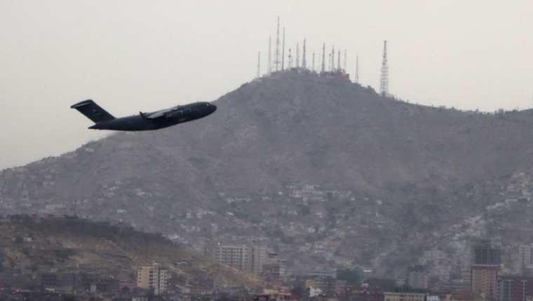 Uno de los últimos vuelos en despegar de Kabul marcando la salida de Estados Unidos de Afganistán.