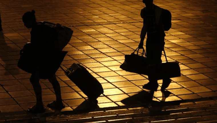 Los migrantes corren peligro al ser devueltos a los países de los que huyeron, denuncia la Acnur. (Foto Prensa Libre: EFE)