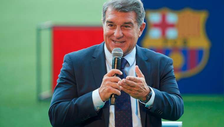 El presidente del Barcelona, Joan Laporta, durante la presentación de Emerson Royal se refirió al tema Messi. Foto Prensa Libre (EFE)