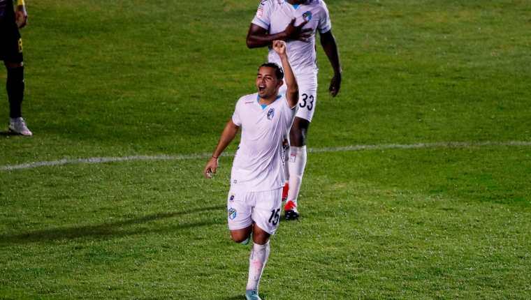 Alexander Larín de Comunicaciones anotó un gol en la ronda preliminar de la Liga Concacaf ante el  Once Deportivo salvadoreño. Ahora se enfrentarán al Alianza, en octavos de final. Foto Prensa Libre: EFE.