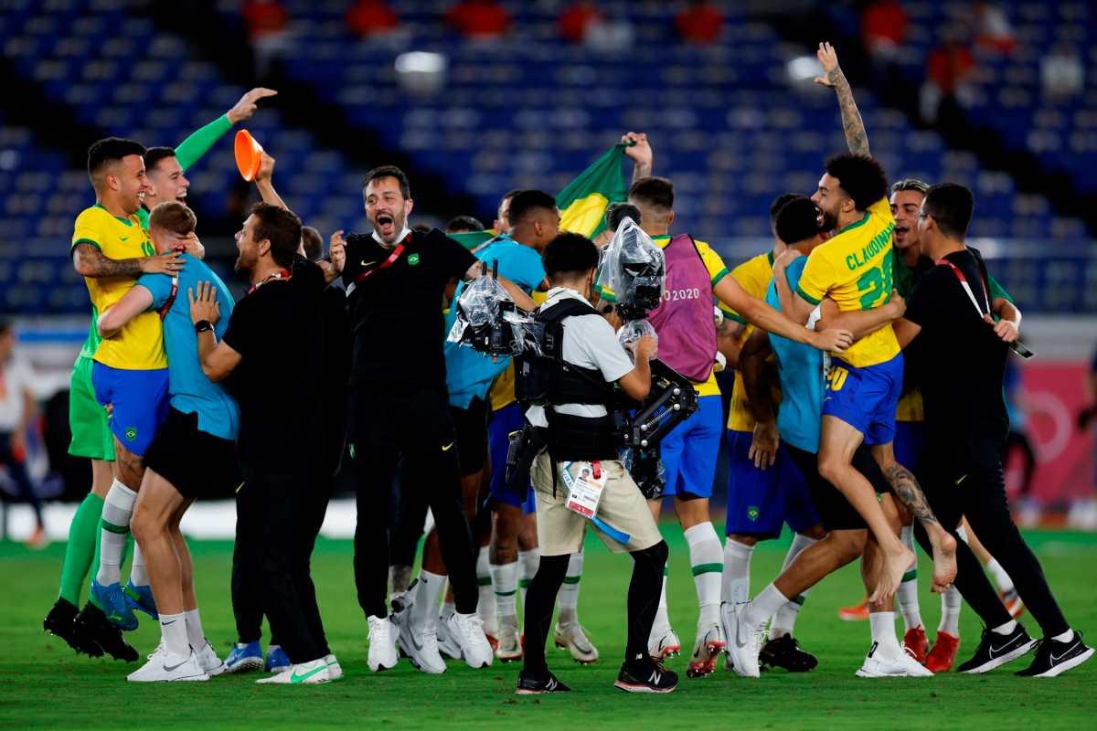 Brasil revalida su título olímpico, derrota a España 2-1 en la final del futbol masculino de Tokio 2020
