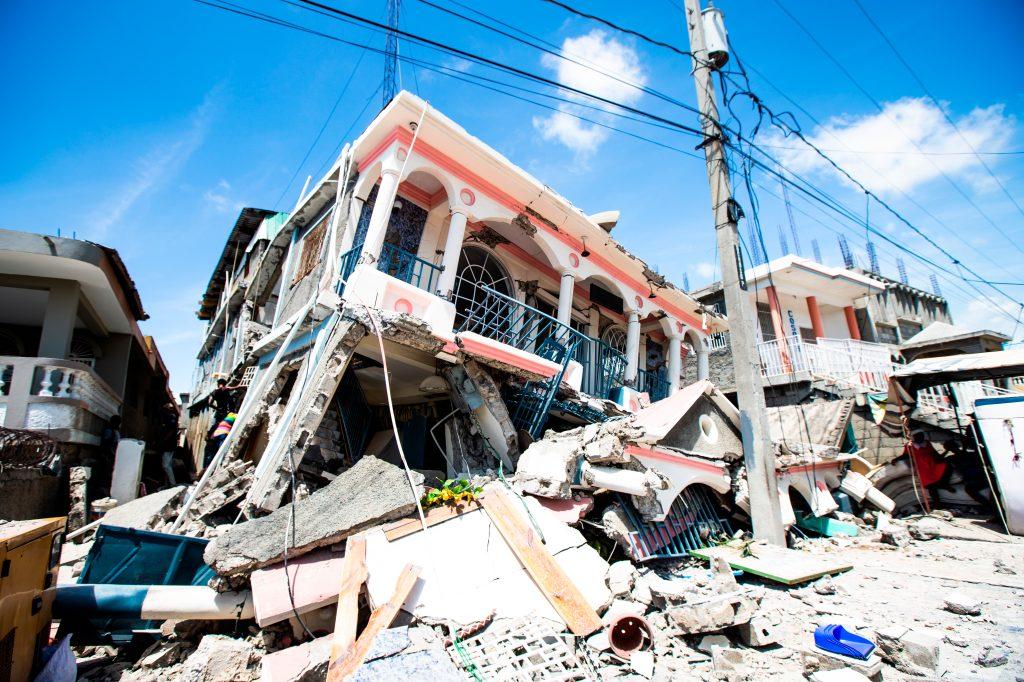 Terremoto causa dolor en pobladores.
