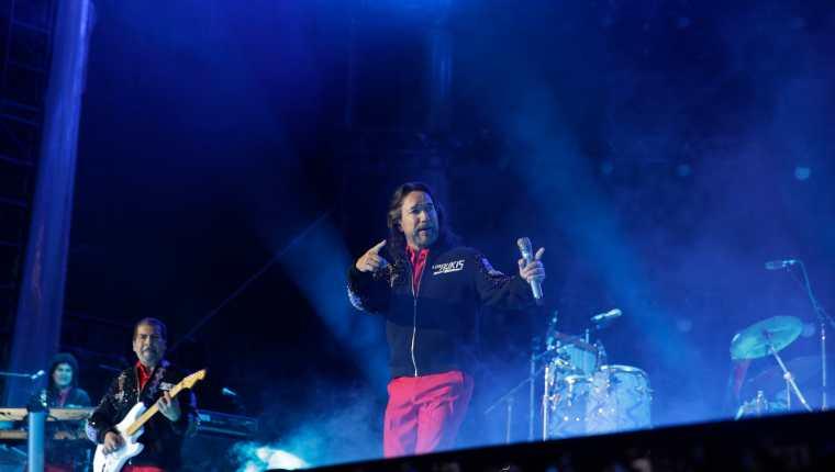 Tras 25 años separados, el emblemático grupo mexicano Los Bukis, volvió a los escenarios con un gran concierto que da comienzo a su gira de reunión. Foto Prensa Libre: EFE/Armando Arorizo
